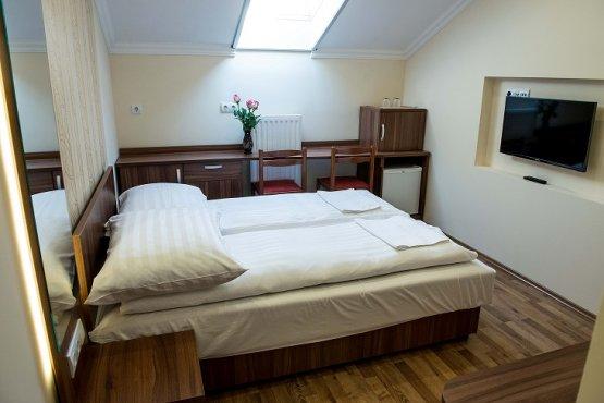 Udvari épület - 1.emelet - E1-es szoba