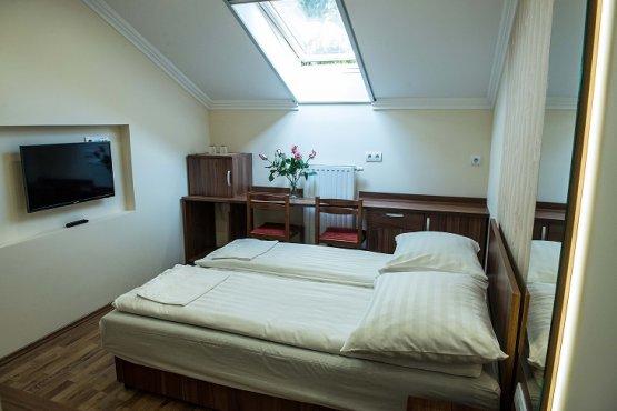 Udvari épület - 1.emelet - E3-as szoba